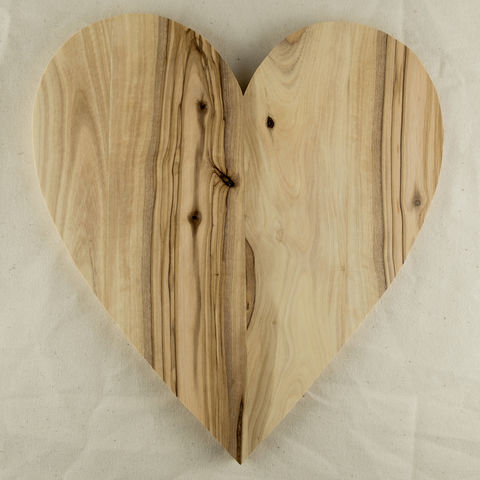 Olive,wood,heart,shaped,board,-,Handcrafted,in,Palestine,Elbustan, el bustan, Palestine, Palestinian, West Bank, Bethlehem, Jerusalem, Nablus, Ramallah, Hebron handicrafts, Handmade, Hand carved, crafts, Artisans, ethical, Fair Trade, sustainable, olive wood, Kitchenware, homeware, utensils, food preparation, b