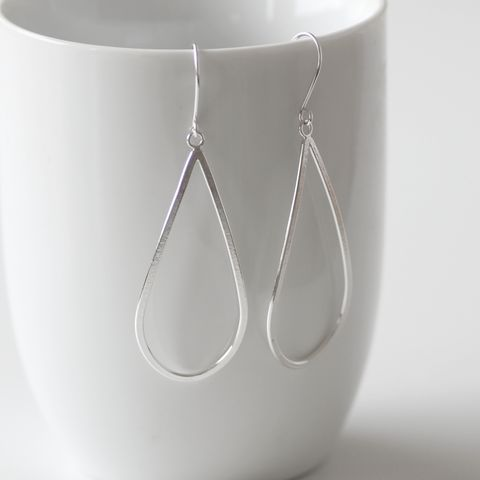 Raindrop,silver,dangle,earrings,Raindrop silver earrings, Raindrop dangle earrings, Tear shape earrings, simple silver dangler, minimalist earrings, sterling silver hoops, urban hoop earrings, modern dangle earrings, geometric silver earrings