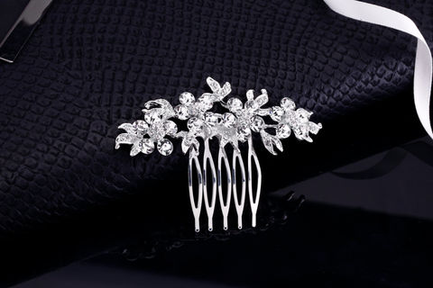 Vail,Bridal,Comb,Weddings,Accessories,rhinestone_comb,crystal_comb,wedding_comb,wedding_hair_pins,bridal_hair_pins,rhinestone_headpiece,wedding_hair_comb,bridal_hair_comb,hair_accessories,veil_comb,veil_clip,bridesmaids_comb,vintage_comb