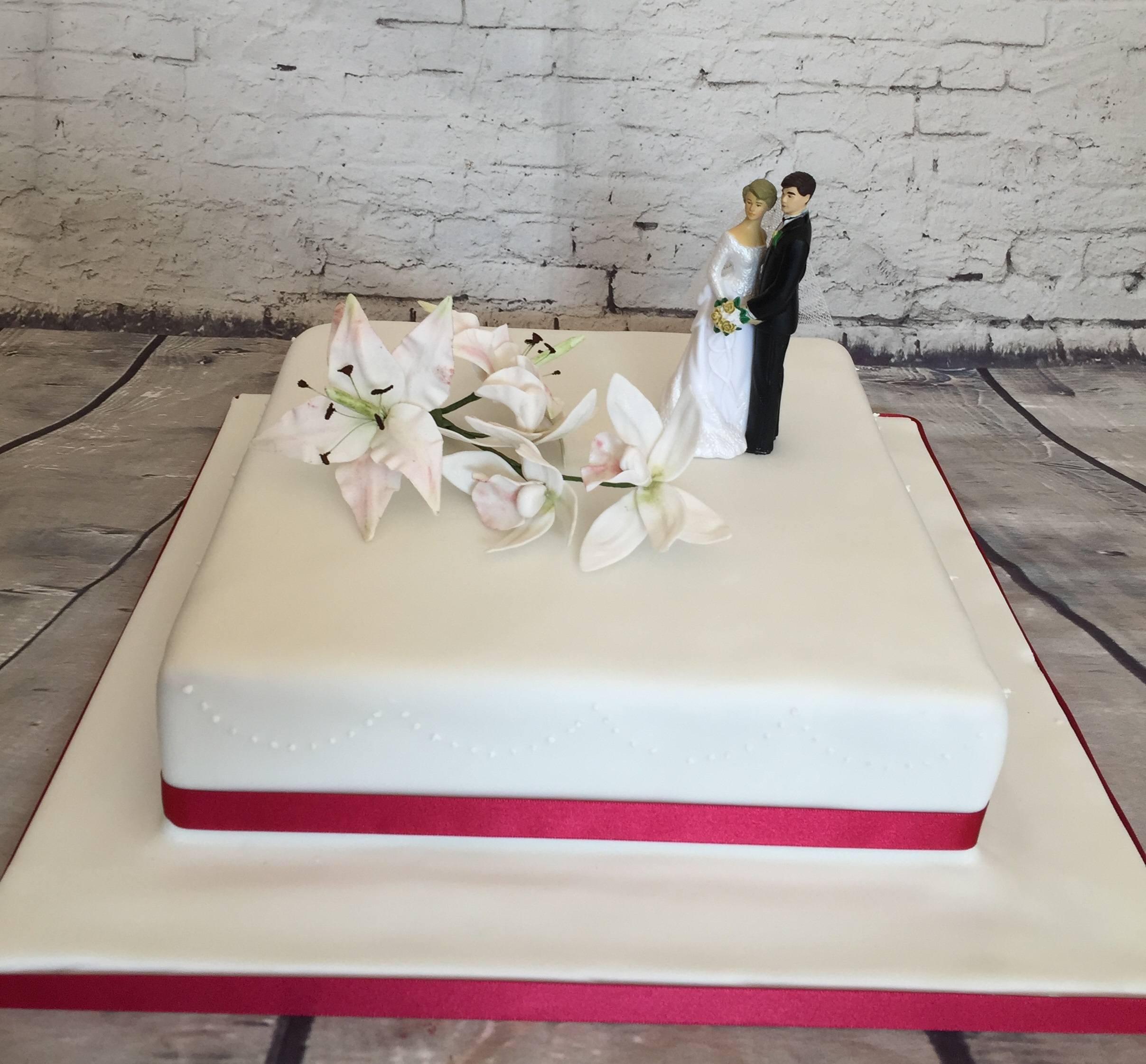 Luxury Pictures Of Square Wedding Cakes Frieze - The Wedding Ideas ...
