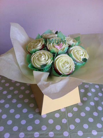 Mothers,day,cream,bouquet,Mothers day cupcake bouquet, Mothers day cupcakes, cupcakes, Mothers day cupcake delivery Tonbridge, Tonbridge