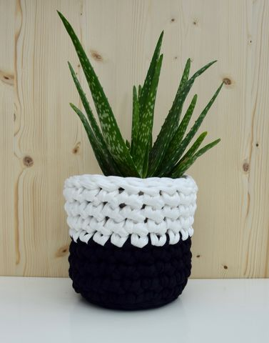 Black,and,white,crochet,basket,storage basket, plant pot cover, crochet, white, black, textured, chunky stitch