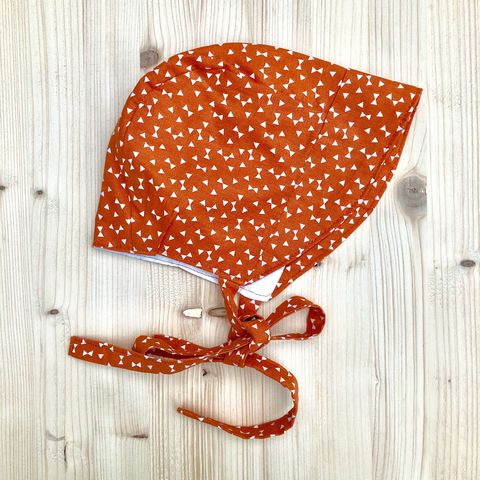 Baby,,toddler,bonnet,-,tangerine,and,off,white,Baby bonnet, toddler bonnet, baby hat, toddler hat, sunhat, tangerine, off white, trendy baby, vintage style baby