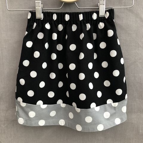 Toddler's,cotton,skirt,,black,,grey,and,white,,elasticated,waist,Skirt, toddler, black, grey, white, cotton, spotty, contemporary style, elasticated waist, trendy, outfit, special occasion