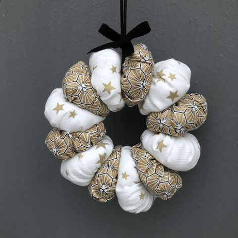 Christmas,mini,hanging,wreath,,gold,,black,and,white,Christmas wreath, fabric wreath, Christmas decoration, wedding decoration, wedding favour, door wreath, table centre decoration, Christmas garland, contemporary Christmas, tea light decoration, holiday wreath, holiday decoration