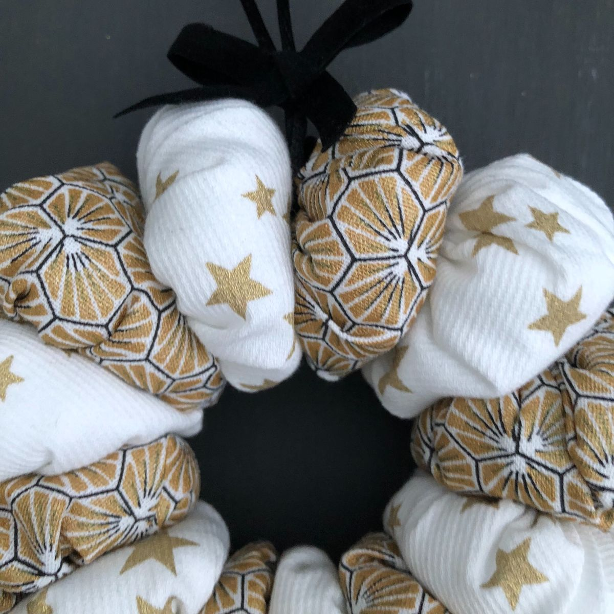 Christmas mini hanging wreath, gold, black and white - product images  of