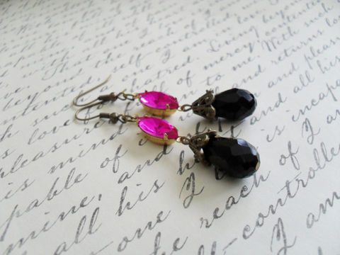 VINTAGE,FUCHSIA,Rhinestone,&,French,Jet,Crystal,EARRINGS,/,Swarovski,Rhinestones,Dangle,Estate,Style,Pink,and,Black,Earrings,boxed,Jewelry,Estate_Style,Vintage_Rhinestones,Antiqued_Brass,Vintage_Style,French_Jet,Fuchsia,Hot_Pink,Canteam,Pink_And_Black,Crystal_Earrings,Rhinestone_Earrings