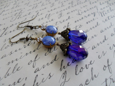 BEAUTIFUL,BLUE,Vintage,Glass,Rhinestone,&,Crystal,Drop,EARRINGS,/,Czech,Swarovski,Dangle,Something,blue,Gift,Box,Jewelry,Earrings,Estate_Style,Vintage_Rhinestones,Antiqued_Brass,Vintage_Style,Czech_Glass,Periwinkle,blue_earrings,something_blue,wedding_earrings