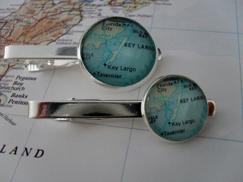KEY,LARGO,MAP,Tie,Bar,/,Florida,Keys,Groomsmen,Gift,for,Him,Anniversary,2,Sizes,Clip,Clasp,Slide,Boxed,Accessories,Vintage_Map,Silver,Groomsmen_Gift,Map,Tie_Bar,Tie_Slide,Tie_Clasp,Tie_Clip,Florida_Keys,Key_Largo,custom_map_tie_bar,map_jewelry,Key_Largo_tiebar