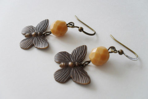 Charming,Antiqued,Bronze,BUTTERFLY,EARRINGS,/,Caramel,Glass,Beads,Butterfly,Charm,Unique,Gift,for,Her,Boxed,Butterflies,Jewelry,Earrings,Mothers_Day,Antiqued_Bronze,Caramel_Glass,Intricate,Detailed,Unique_Gift,Canteam,butterfly_earrings,butterflies,unique_gift_for_her,gift_boxed