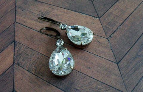 VINTAGE,Pear,Shaped,SWAROVSKI,Crystal,RHINESTONE,Earrings,/,Dangle,Drop,Bridal,Brides,Jewelry,Wedding,earrings,Giftbox,Weddings,Estate_Style,Swarovski,Vintage_Rhinestones,Antiqued_Brass,Vintage_Style,Pear_Shaped,Clear,Wedding_Jewels,bridal_earrings,brides_jewelry