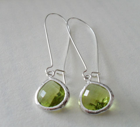 APPLE,GREEN,EARRINGS,//,Faceted,Glass,Drop,Earrings,Silver,Dangle,Bridesmaid,Bridal,Simple,Gift,Boxed,Jewelry,Wedding,Nickel_Free,Faceted_Glass,White_Gold,Apple_Green,Chartreuse_Green,Bridesmaid_Earrings,Drop_Earrings,Lime_Green_Earrings,Unique_Gift
