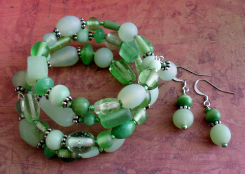 Spring,Green,Beaded,Wrap,BRACELET,&,EARRINGS,SET,/,Fresh,Unique,Greens,Mint,beaded,bracelet,set,Gift,for,Her,Jewelry,Bracelet,Earrings,Canadian,One_Of_A_Kind,Hand_Made,Memory_Wire,Set,Unique_Gift,Canteam,bracelet_set,green_beaded_set