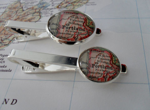 PORTLAND,OREGON,MAP,Silver,Tie,Bar,/,Groomsmen,Gift,Personalized,for,Him,2,Sizes,Clip,Clasp,Slide,Boxed,Weddings,Jewelry,Hand_Made,Vintage_Map,Fathers_Day_Gift,Groomsmen_Gift,Glass_Domed,Map,Tie_Bar,Tie_Slide,Tie_Clasp,Tie_Clip,Portland,Oregon