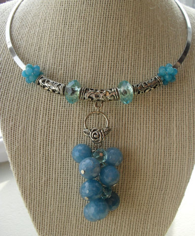 Gorgeous,Faceted,Milky,Ocean,BLUE,AGATE,&,CRYSTAL,dangling,drop,pendant,silver,choker,necklace,/,blue,beaded,Gift,Boxed,Jewelry,Necklace,Canadian,One_Of_A_Kind,Hand_Made,Pendant,Ocean_Blue,Agate,Crystal,Silver,Choker,Dangling,Unique_Gift,blue_beaded_necklace