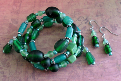 Mixed,Green,Beaded,Wrap,BRACELET,&,EARRINGS,SET,/,Emerald,Set,Unique,Gift,for,Her,boxed,Jewelry,Earrings,Canadian,Designer,One_Of_A_Kind,Hand_Made,Rainbow,Memory_Wire,Unique_Gift,Canteam,wrap_bracelet_set,green_beaded_set