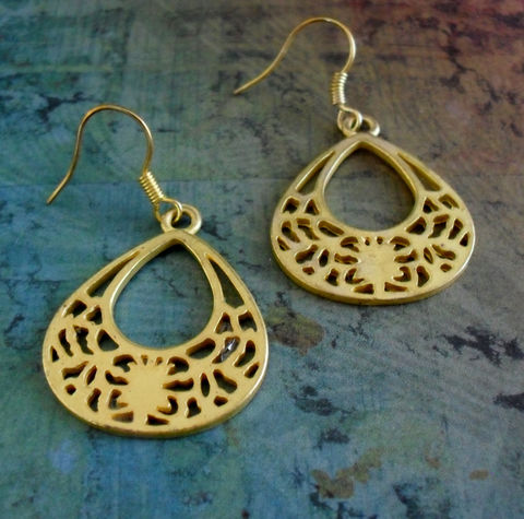 Modern,Gold,FILIGREE,FLORAL,Cut,Out,Design,Drop,EARRINGS,//,Matte,gold,Pretty,Gift,for,Her,Boxed,Jewelry,Earrings,Canadian,One_Of_A_Kind,Hand_Made,Interesting,Cut_Out_Design,Leaf,Floral,Gift_For_Her,Unique_Gift,Canteam,gold_filigree,filigree_earrings,gift_boxed