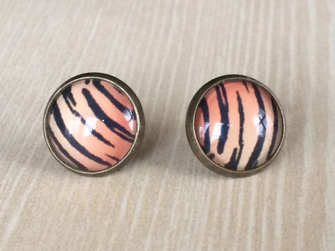Tiger,Stripes,Glass,Stud,EARRINGS,/,Animal,Print,Studs,/Antique,Brass,Cabochon,Gift,for,Her,under,10,dollars,gift,boxed,Jewelry,Earrings,Canadian,Hand_Made,Gift_For_Her,Cute_Earrings,Gift_For_Girl,Unique_Gift,Canteam,glass_cabochon,under_10_dollars,glass_studs,animal_print,tiger_stripe_studs,tiger_stripe_earring