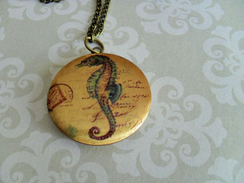 Vintage,SEAHORSE,Design,LOCKET,Pendant,Necklace,//,Picture,Locket,Gift,for,Her,Image,Boxed,Jewelry,Canadian,Bjeweled_Vintage,Designer,One_Of_A_Kind,Hand_Made,Antique_Brass,Photo_Locket,Locket_Necklace,Seahorse_Locket,Seahorse_Necklace,Nautical_Locket,Unique_Gift