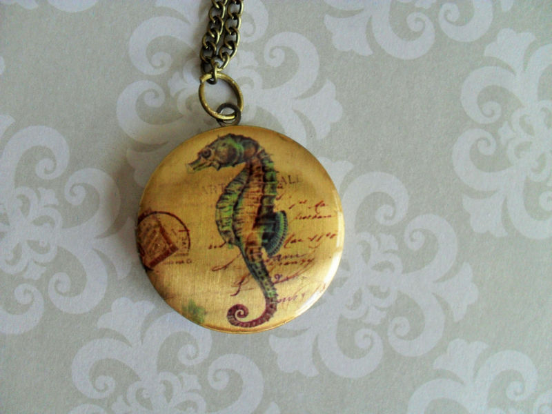 Vintage SEAHORSE Design LOCKET Pendant Necklace // Picture Locket // Gift for Her // Vintage Image // Gift Boxed - product image