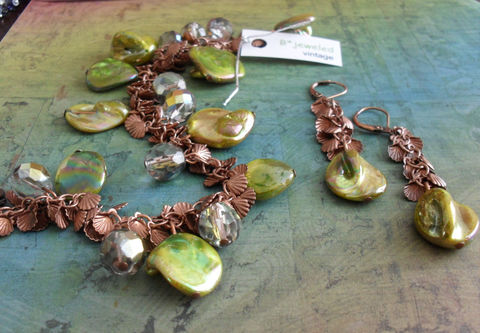 Chartreuse,SHELL,&,COPPER,Beaded,Bracelet,and,Earrings,SET,//,Shell,Charms,Lime,Green,crystal,Unique,Gift,for,Her,Giftboxed,Jewelry,Copper,Shells,Canadian,One_Of_A_Kind,Hand_Made,Vitreal,Bracelet_Set,Unique_Gift,Canteam,made_in_Canada,beach_jewelry