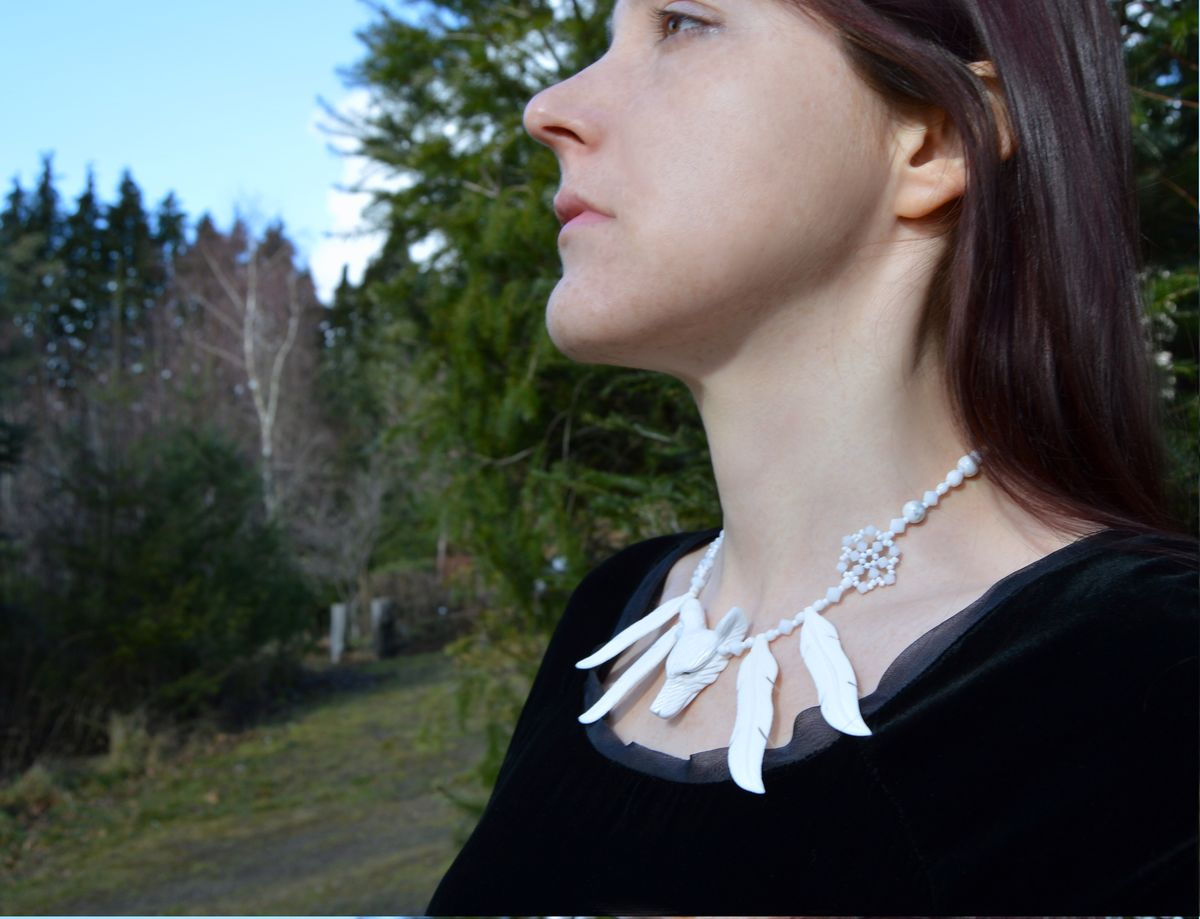 White Wolf Necklace With Carved Bone Feathers And Swarovski Crystals Strega Fashion Ice Witch Jewelry Herisson Rose