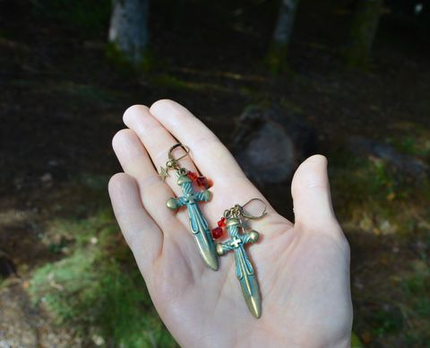 Dagger,Earrings,-,Halloween,witchy,jewelry,Assassin's,Blade,athame,cosplay,and,LARP,sword_earrings,gothic_earrings,vampire_earrings,halloween_jewelry,halloween_earrings,dagger_earrings,assassin_earrings,vampire_jewelry,witchy_jewelry,witchy_earrings,strega_fashion,assassin_jewelry,bloody_dagger_earrings,red_crystal_drop_earrings,b