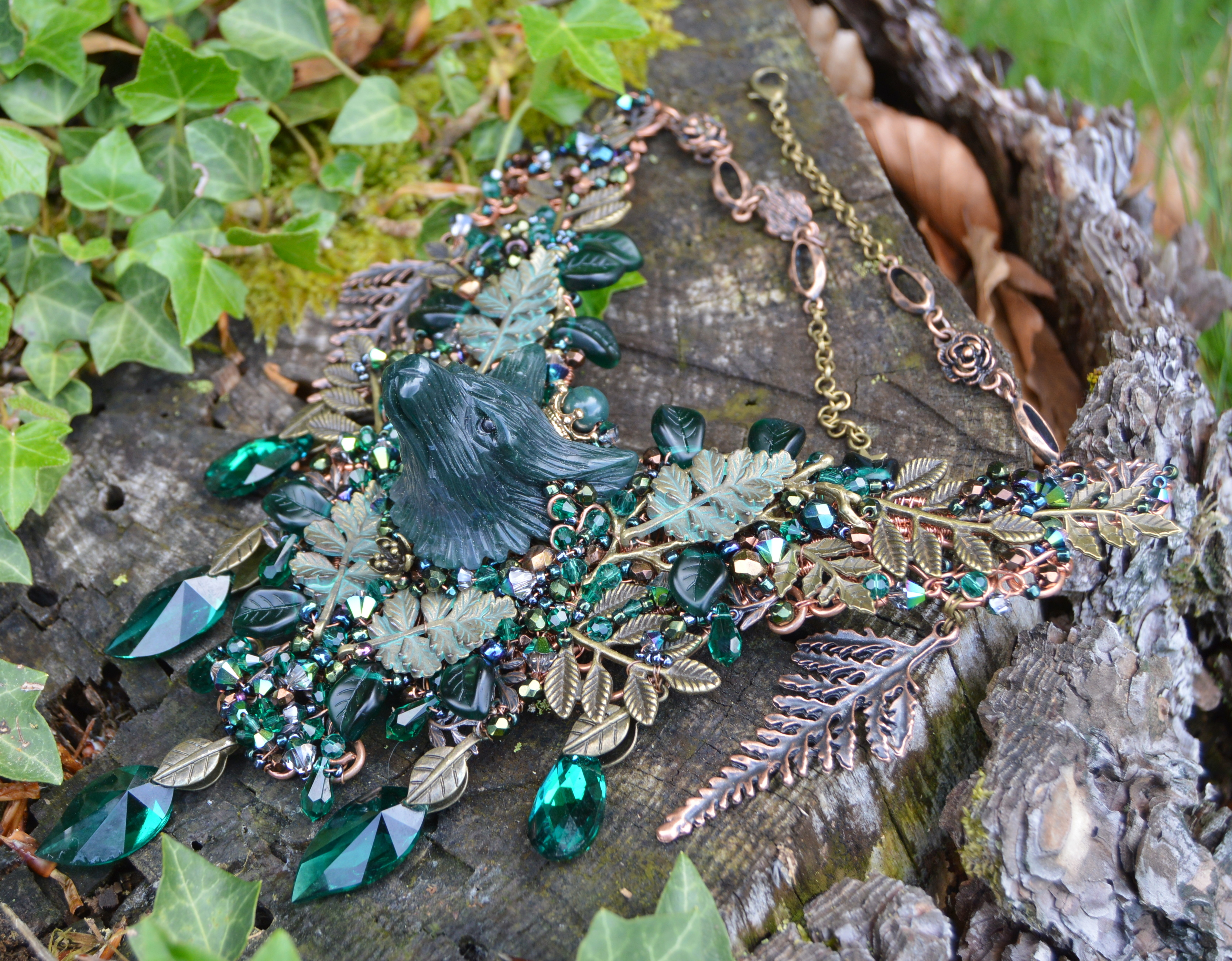 Witchy wolf necklace in moss agate and Swarovski crystals forest Queen green witch wiccan jewelry by Herisson Rose