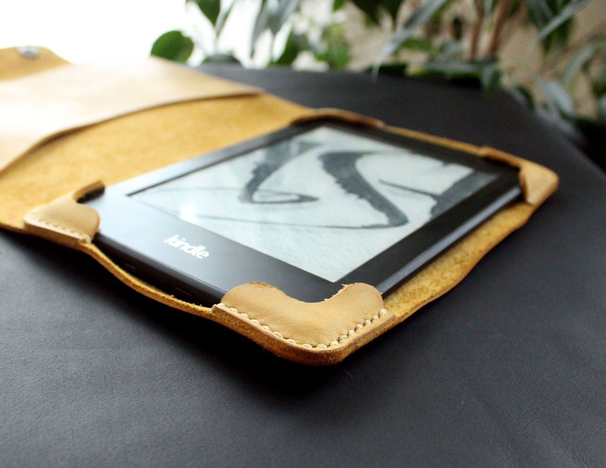 Kindle Paperwhite leather case yellow - Anger Refuge