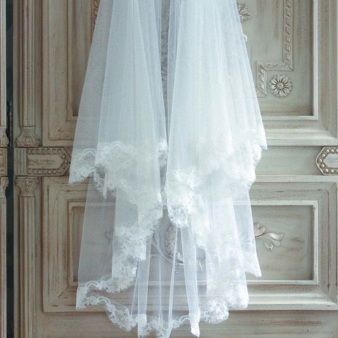 Lace,edged,soft,tulle,veil,wedding veil, scalloped edge veil, tulle veil, embroidered veil, bridal veil, silk veil, elbow length veil, fingertip length veil, cathedral veil, church veil, ivory veil, floor length evil
