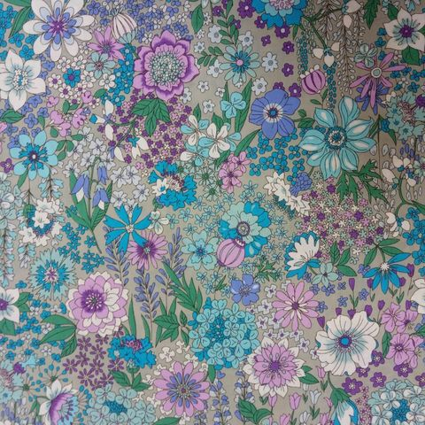 Memoire,a,Paris,in,Grey,and,Lilac,floral, print, memoire a paris, dressmaking, sewing, grey, lilac, blue, emporia