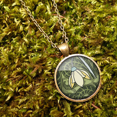 Snowdrop,Large,Necklace,(AN05),jewellery, jewelry, handmade, brass, necklace, vintage, glass, cabochon, art nouveau, flower, snowdrop, cream, green