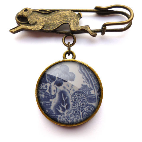 Willow,No.3,Hare,Pin,Brooch,(BP08),jewellery, jewelry, handmade, brass, brooch, pin, rabbit, hare, vintage, glass, cabochon, broken pottery, willow, pattern