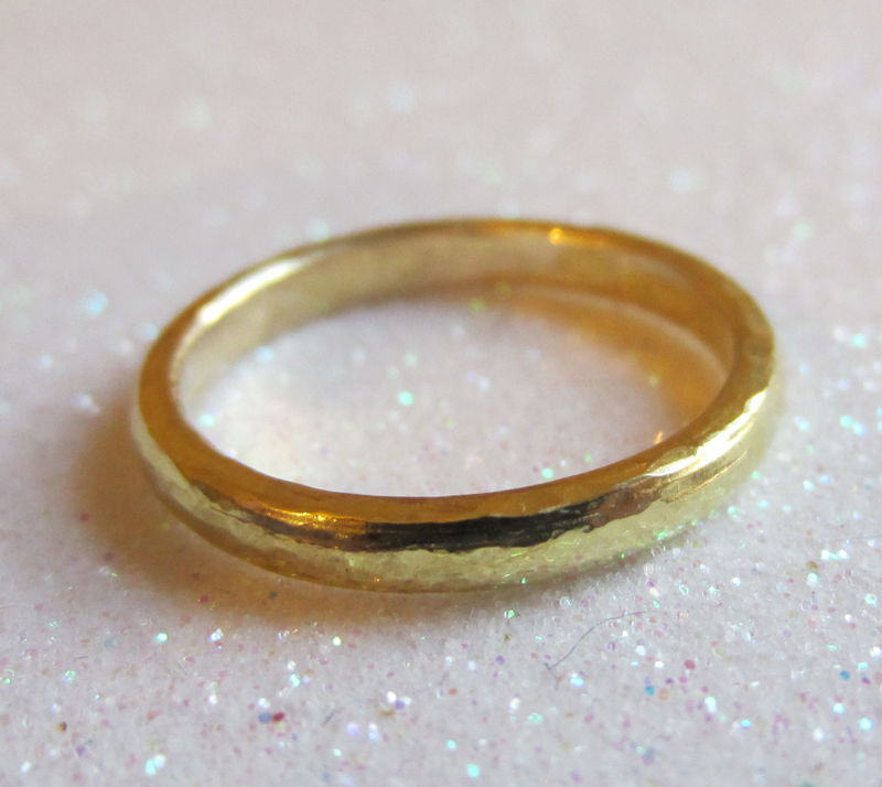 18 Karat yellow Gold Band, hammered finish - product images  of