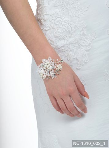 Lace,and,pearl,vintage,style,wedding,bracelet,lace and pearl wedding bracelet, wedding jewellery, lace bracelet, vintage wedding bracelet, lace wedding jewellery, Poirier wedding jewellery, ivory bracelet, bracelet,