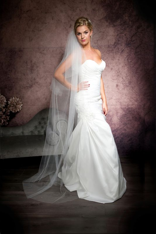 Two layer floor length cut edge scattered pearl wedding veil - product images  of