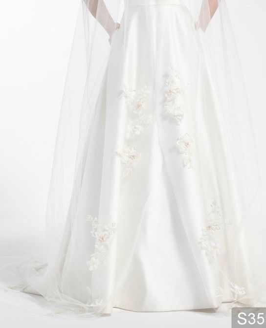 Ivory and gold cathedral single layered with flower lace appliques wedding veil  - product images  of