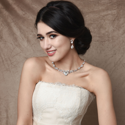 Crystal,wedding,necklace,and,earring,jewellery,set,Crystal wedding necklace and earring jewellery set, crystal wedding jewellery, crystal wedding necklace, bridal crystal jewellery, wedding jewellery, bridal jewellery, jewellery for modern brides, contemporary wedding jewellery