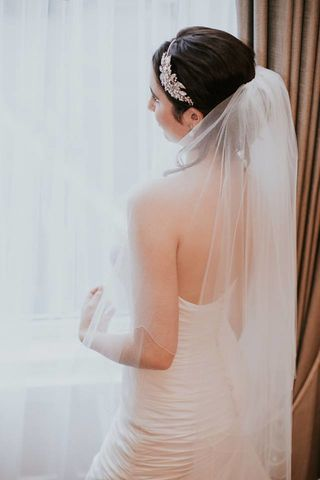Scalloped,edge,two,layered,fingertip,veil,scalloped edge wedding veil, finger tip scalloped edge wedding veil, wedding veils. bridal veil, finger tip veil, bridal scalloped edge veil, ivory wedding veil, plain wedding veil, popular veil, modern veil,