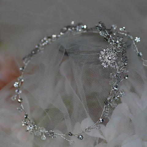 Silver,floral,wedding,hair,vine,silver floral wedding hair vine, warren york hair vine, wedding hair vine, hair vines for brides, wedding hair accessories for brides, silver hair vines, hair vine uk, bridal hair vine, floral hair vine, floral wedding vine, wedding hair accessories