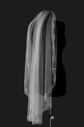 Single,layered,with,beaded,scroll,edge,wedding,veil,beaded edge wedding veil, chapel wedding veil, cathedral wedding veil, wedding veils for brides, veils for weddings, wedding veils uk, hip wedding veil, single layered wedding veil, veil, bridal veil, ivory wedding veil,