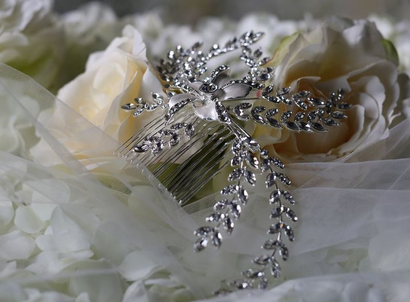 Single flower silver and diamante wedding hair comb - product images