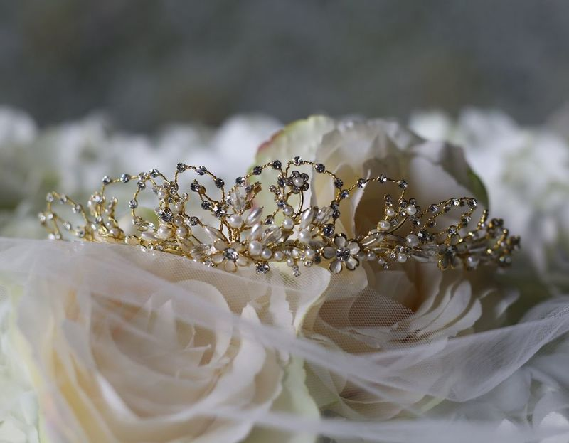 Daisy flower and pearl wedding tiara - product images