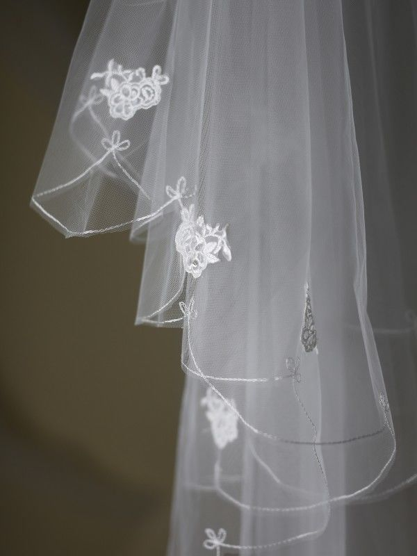 Scalloped edge and lace detail wedding veil  - product images  of