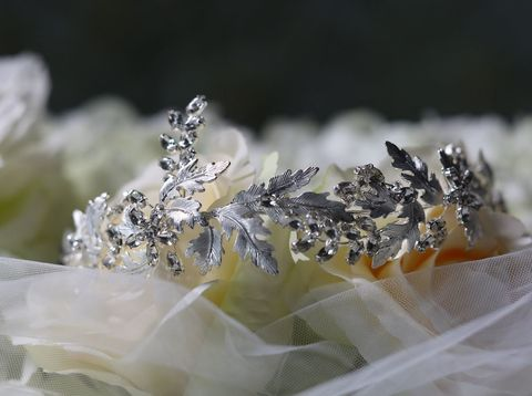 Oak,leaf,and,diamante,bridal,headband,Oak leaf and diamante wedding hair band, silver wedding hairband, hairband for brides, acessories for weddings, wedding hairband uk, bridal hairband, leaf wedding hair band, grecian style wedding hair band, wedding hair band, warren york wedding hair band