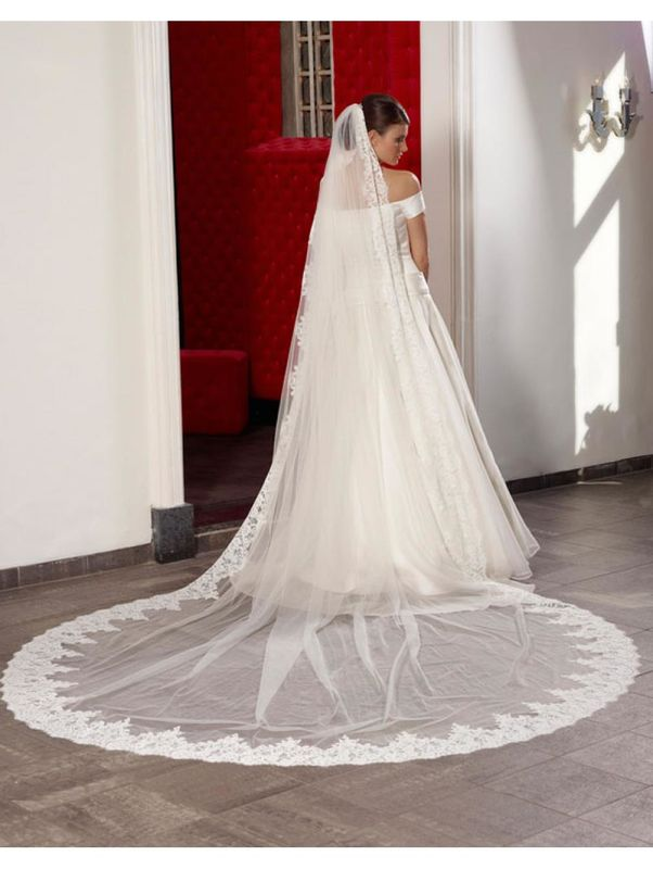 Royal wide lace egde wedding veil - product images  of