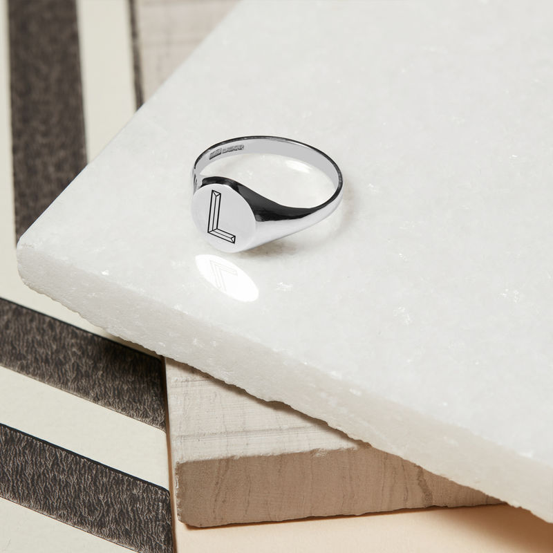 FACETT INITIAL V SIGNET RING - SILVER - product image