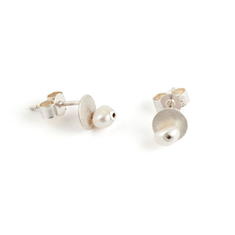 Little,Pearl,and,Silver,Stud,Earrings,-,Cream,Jewelry,Post,bride,tiny,white,cream,snowy,natural,disc,stud,georgian,small,ice,wedding,free_shipping,sterling,silver,sterling silver,freshwater pearl,pearl,rivet,925,satin silver,stirling