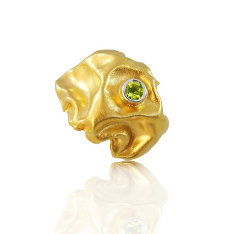 Gniot,Ring,Gold,with,peridot,ring, hand made,gem stones,  gold plated, fine silver, sterling silver, artistic, big ring, fashion, glamour, organic ring, textile ring