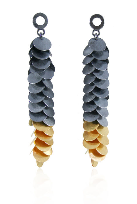 Petals Long Earrings Gold / Black - product image